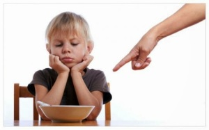 Tunjukkan Sikap yang Benar Kebanyakan orang tua hanya langsung memarahi anak dan menghakimi mereka